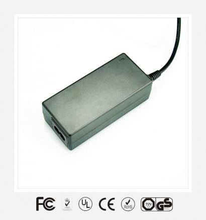 桌面式优质电源适配器