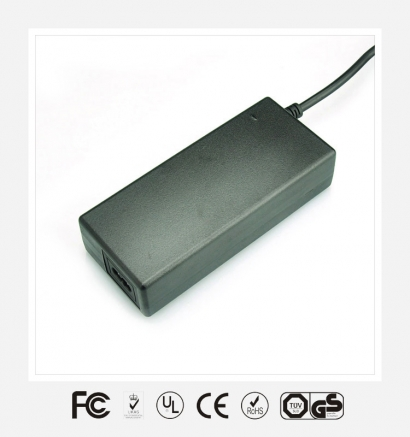 100W桌面式优质电源适配器